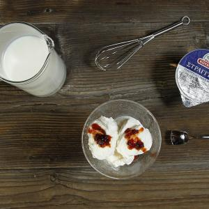 Συνταγή από τη Φάρμα Κουκάκη: Σπιτικό παγωτό με γιαούρτι