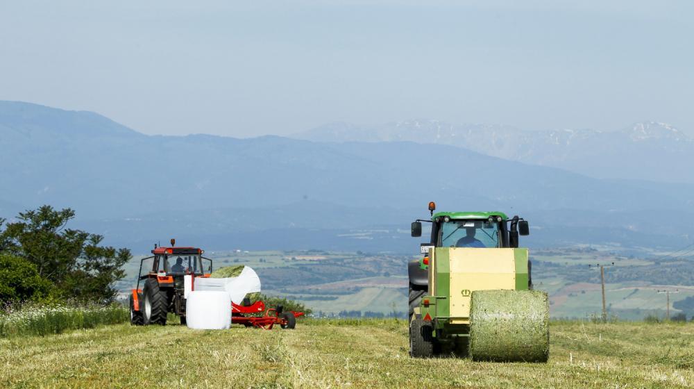 Πλήρως εξοπλισμένος στόλος αγροτικών μηχανημάτων της Φάρμας Κουκάκη